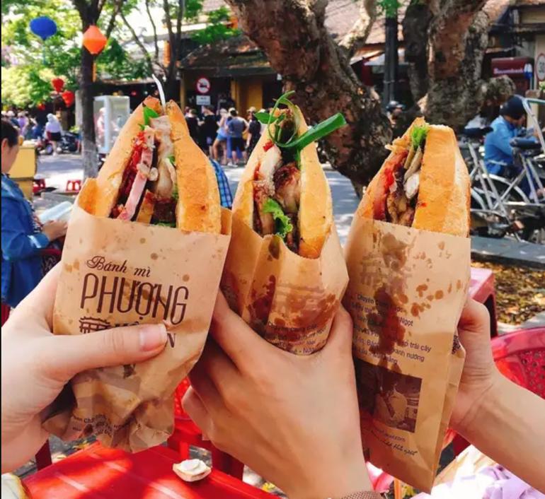 Vietnam street food tour - Banh mi Phuong