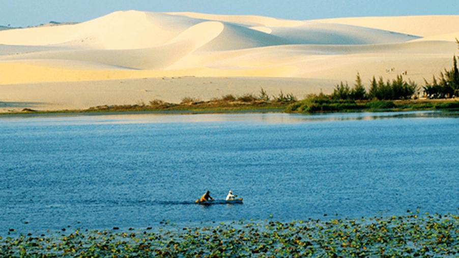 paddleboarding in Mui Ne