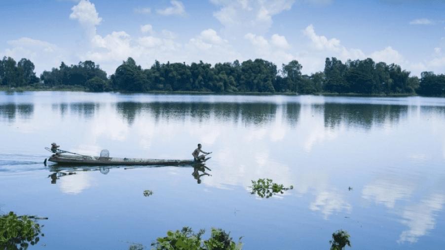 Bung Binh Thien Lake